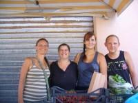 Früchte, Wolken, Zebrastreifen und Hocktoilette auf Sardinien
