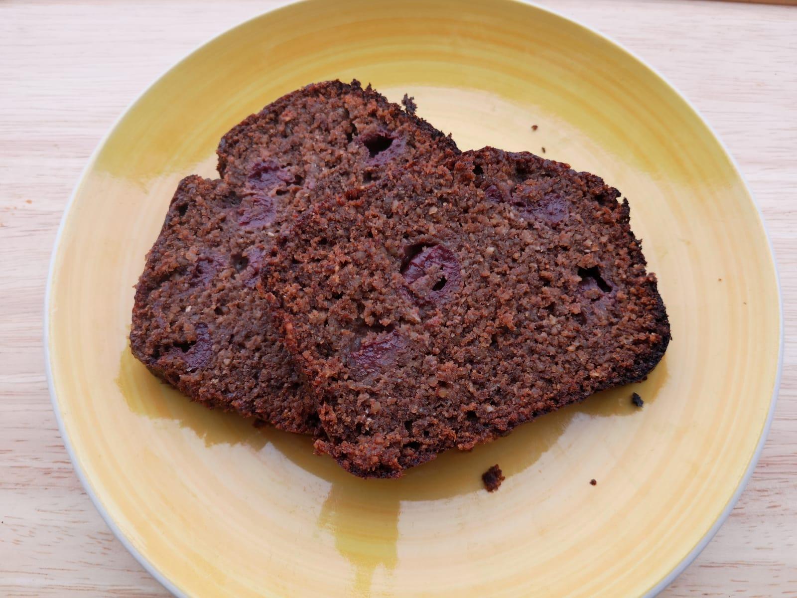 Bester glutenfreier Carob- Kirschkuchen - vegan und lecker